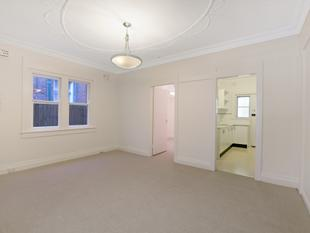 SPACIOUS TWO BEDROOM + SUNROOM APARTMENT - Manly
