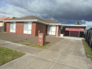 3 Bedroom Home, Fully Renovated Throughtout - Cranbourne West