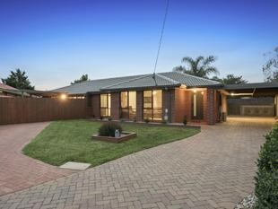High end and sophisticated finishes along the River on (approx.) 744m2 land. MUST BE SOLD! - Werribee