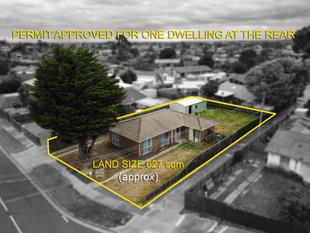 Updated family home, plus a rare permit for one dwelling at the rear - Coolaroo