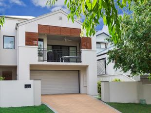 Spacious, Immaculate Townhouse - Mount Ommaney