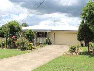 Beautiful 3 Bedroom Home with Lovely Gardens - Toogoolawah