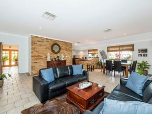 QUALITY BUILT HOME OVERLOOKING PARK - EXTRA HIGH GARAGE FOR BOAT OR 4WD - Port Kennedy